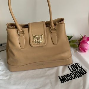 🔥🔥👜Love Moschino purse 💕💕